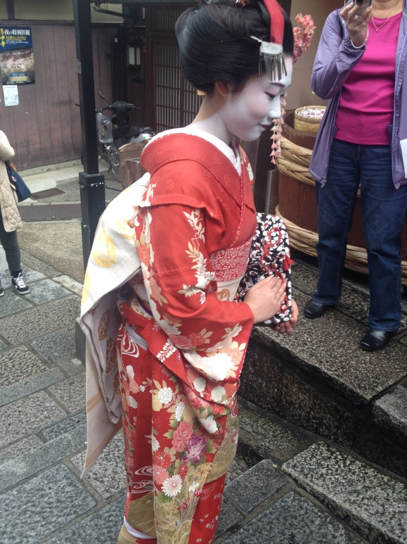A wannabe geisha. At the end of the tour I saw a group taking selfies. Yeah, definitely not something a true geisha would do.