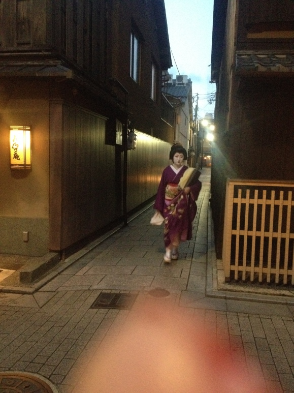 Here's a real geisha. I was the only one to actually capture a geisha in full. Yes, that's my finger at the bottom of the pic - sorry!